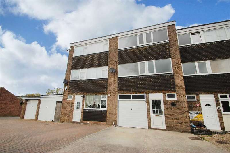 4 Bedrooms Terraced House for sale in Litchfield Close, Clacton-On-Sea