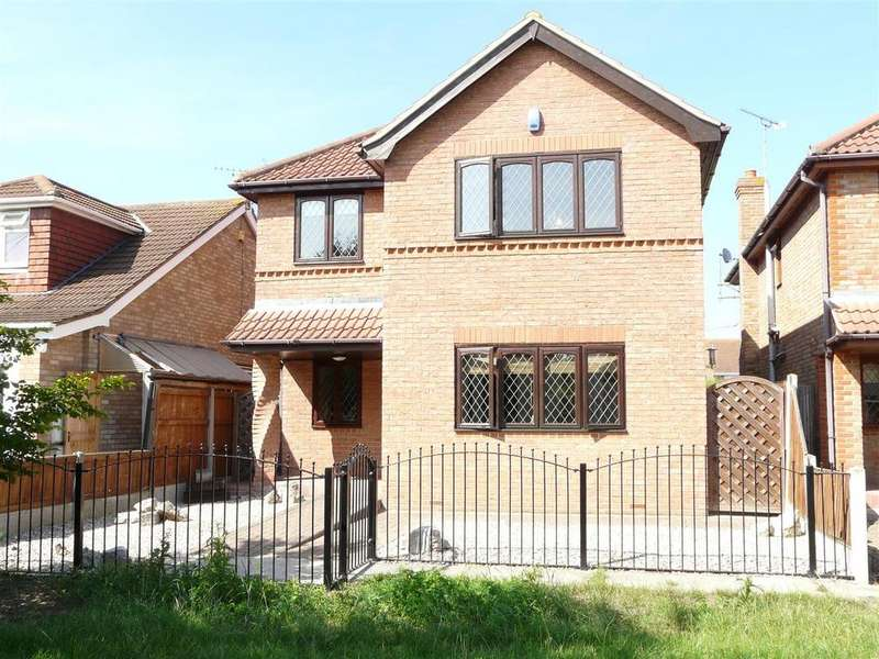 4 Bedrooms Detached House for sale in Champlain Avenue, Canvey Island