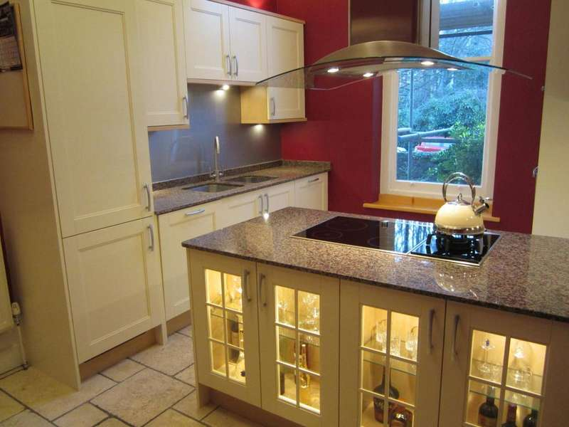 3 Bedrooms Ground Flat for rent in Eaton Crescent, Clifton