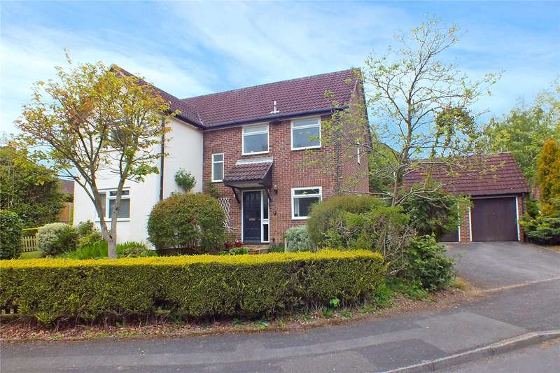 4 Bedrooms Detached House for sale in Middle Mead, Hook, RG27