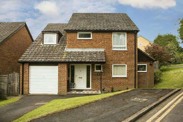 4 Bedrooms Detached House for sale in Malvern Court, Addington Road, Reading