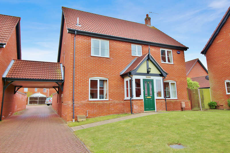 4 Bedrooms Detached House for sale in Mileham Drive, Norwich