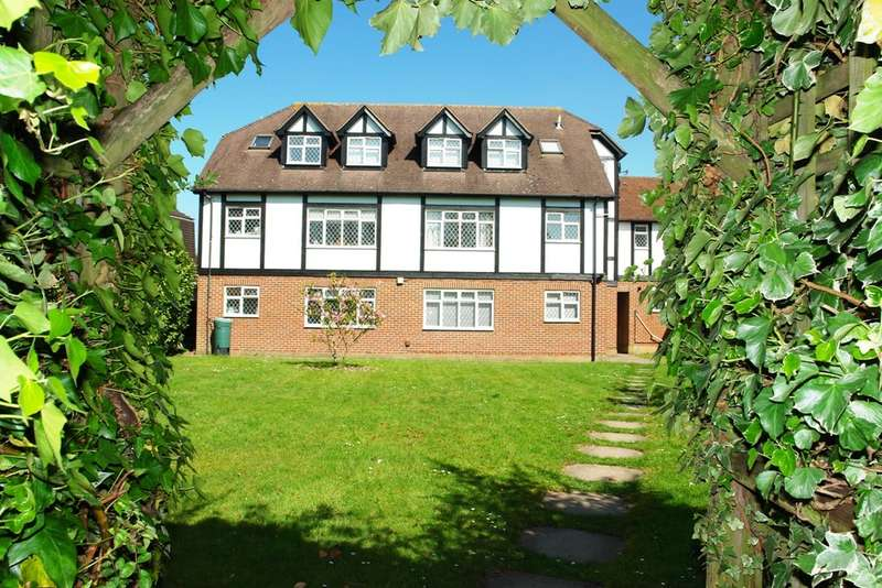 2 Bedrooms Flat for sale in Ennor Court, London Road