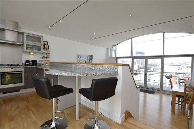 2 Bedrooms Flat for sale in Redcliffe Point, St. Thomas Street, BRISTOL, BS1 6JX