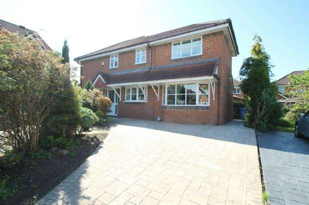 3 Bedrooms Detached House for sale in Blyth Close, Timperley