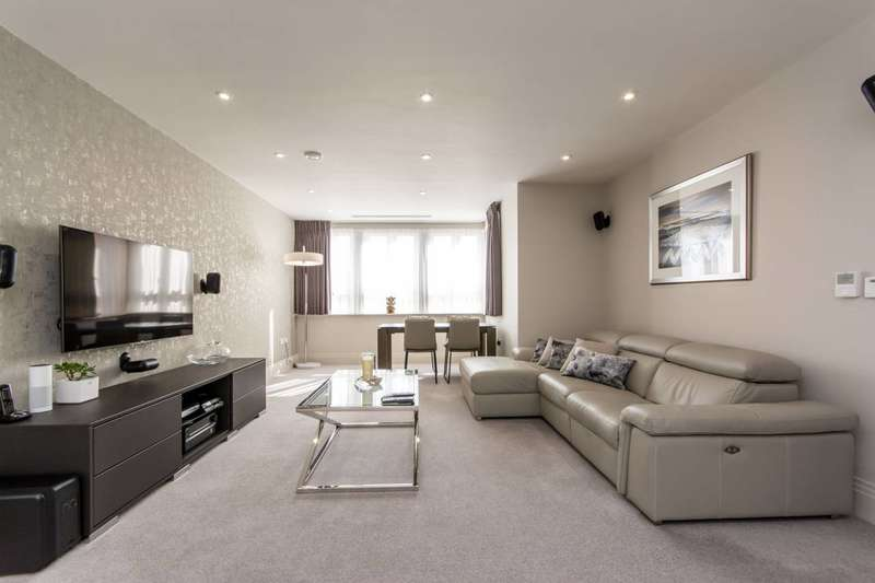 3 Bedrooms Flat for sale in High Road, North Finchley, N12