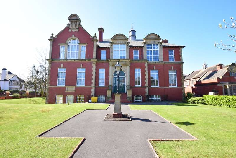 2 Bedrooms Apartment Flat for sale in Clifton Drive South, Lytham St Annes, FY8