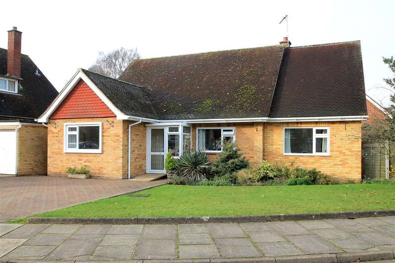 4 Bedrooms Bungalow for sale in Detached Four Bedroom Bungalow - Cuckfield Avenue, IP3