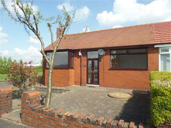 2 Bedrooms Bungalow for sale in Derwent Drive, Oldham