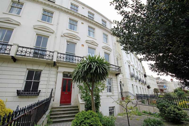 2 Bedrooms Flat for sale in Montpelier Crescent, Brighton