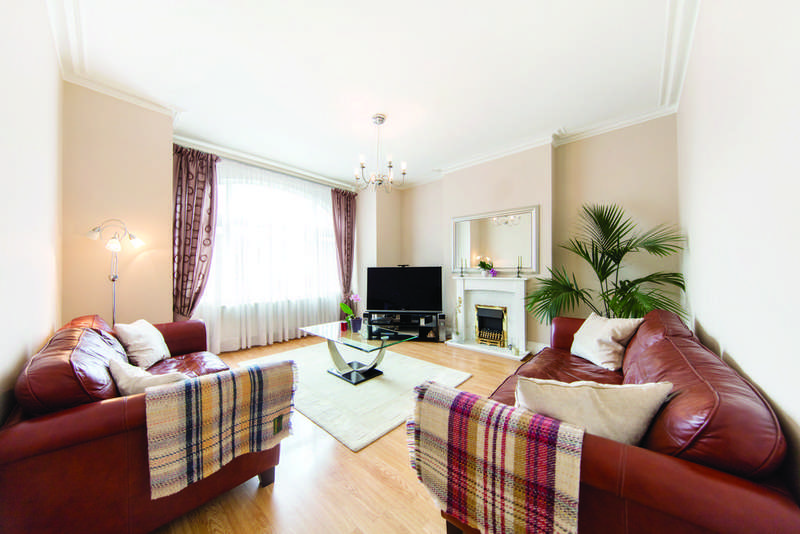 2 Bedrooms Flat for sale in Mitcham Lane, SW16