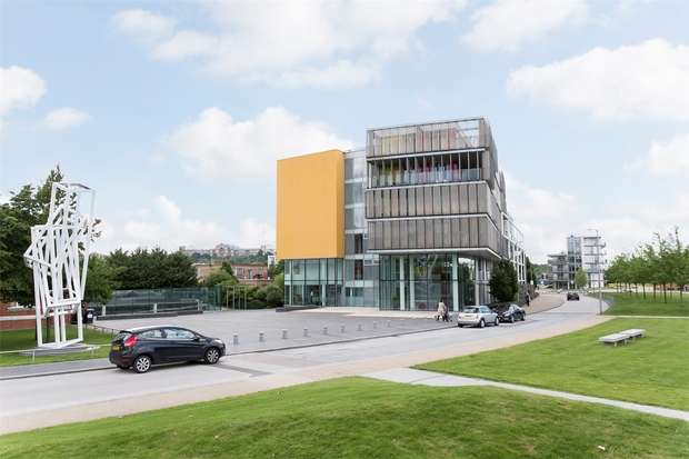 Flat for sale in Amazon Apartments, New River Village, Hornsey, N8