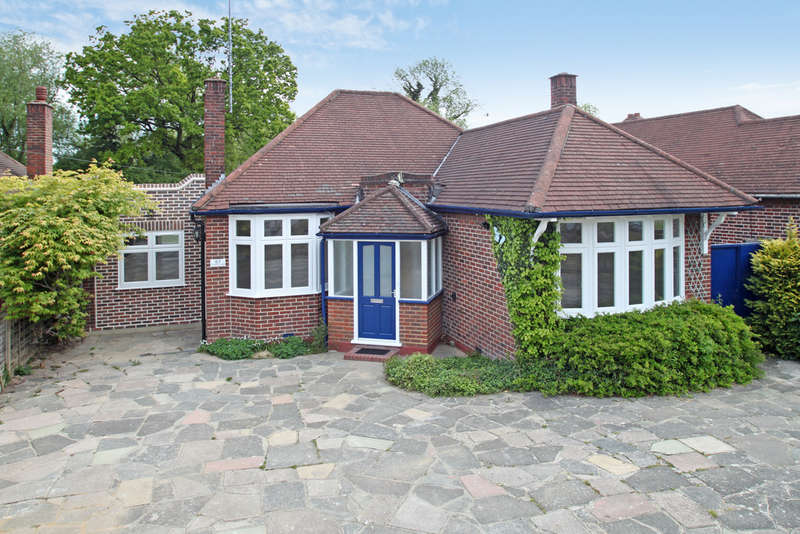 3 Bedrooms Detached Bungalow for sale in Southwood Drive, Surbiton