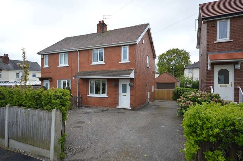 2 Bedrooms Semi Detached House for sale in Cross Road, Hall Green, Wakefield