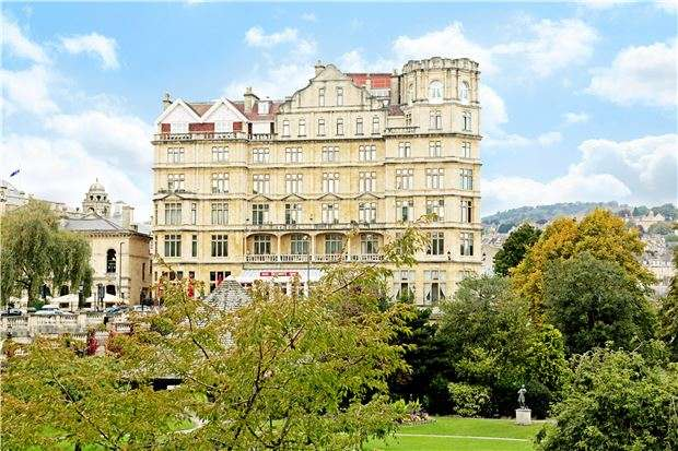 2 Bedrooms Flat for sale in Grand Parade, BATH, Somerset, BA2 4DF