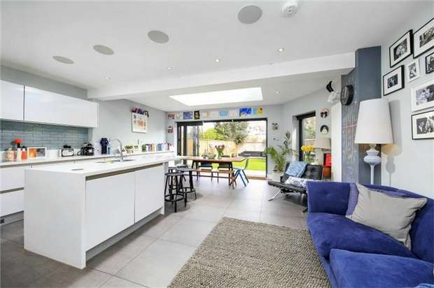 4 Bedrooms End Of Terrace House for sale in Marble Hill Close, St Margarets, Twickenham