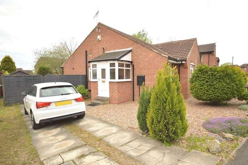2 Bedrooms Semi Detached Bungalow for sale in Abbeydale Gardens, Kirkstall, Leeds