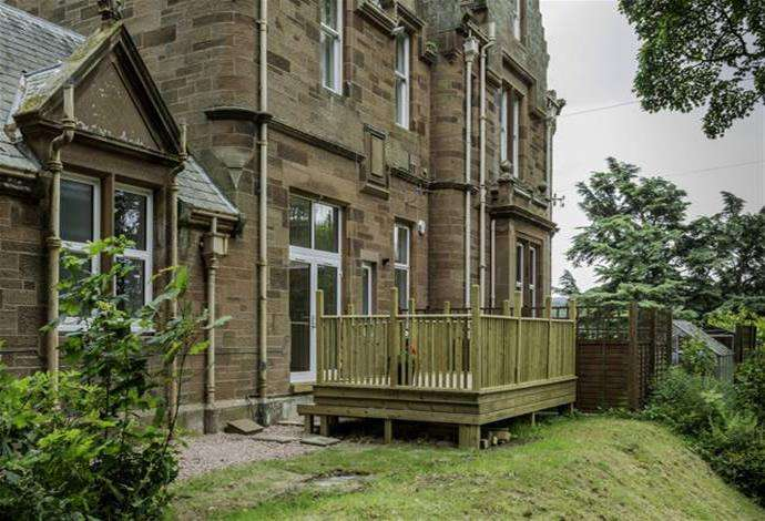 2 Bedrooms Flat for sale in 65e Newfaan Isle Abbotsford Road, Galashiels, TD1 3HN