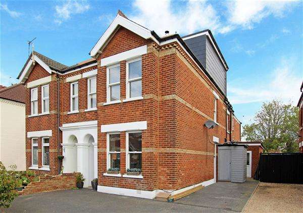 6 Bedrooms Semi Detached House for sale in Ashley Road, Poole