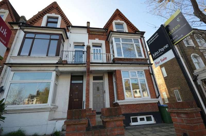 3 Bedrooms Flat for sale in Wellington Gardens London SE7