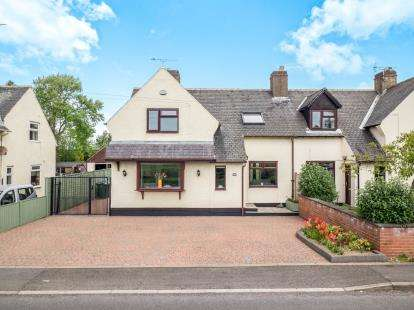 3 Bedrooms Semi Detached House for sale in Saxondale Drive, Radcliffe-on-Trent, Nottingham