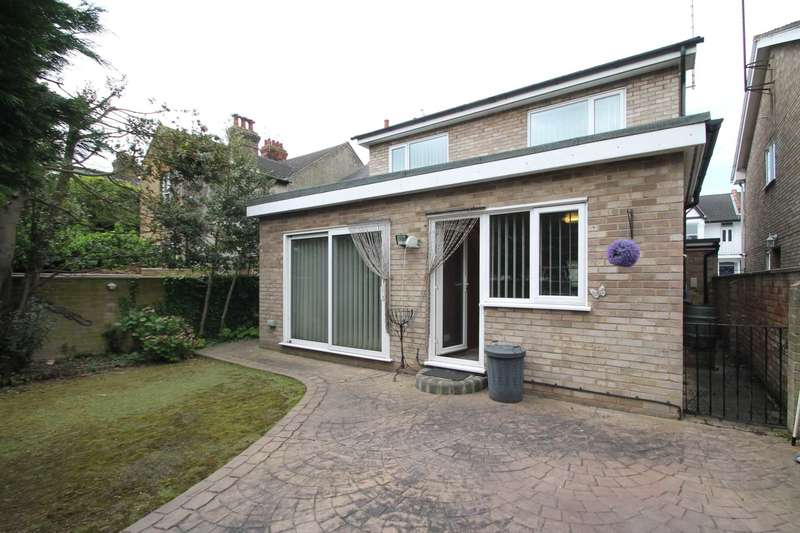 4 Bedrooms Detached House for sale in St.Georges Park Avenue, Westcliff On Sea