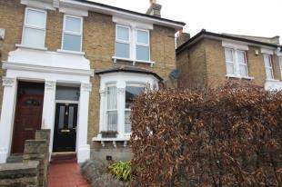 2 Bedrooms Flat for sale in Blythe Vale, London