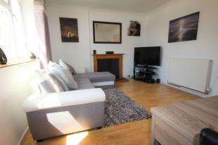 2 Bedrooms Flat for sale in St. Michaels Court, Harbour Way, Folkestone
