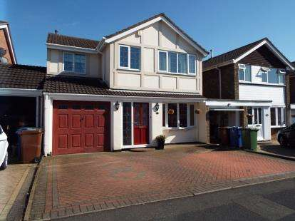 5 Bedrooms Detached House for sale in Otterburn Close, Cannock, Staffordshire