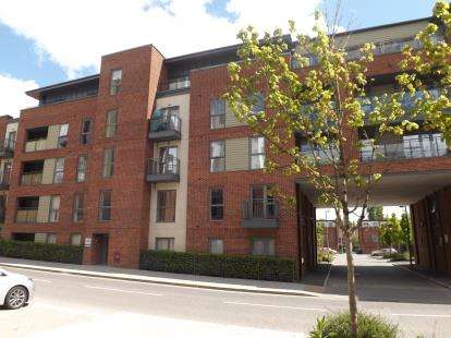 2 Bedrooms Flat for sale in John Thornycroft Road, Southampton, Hampshire