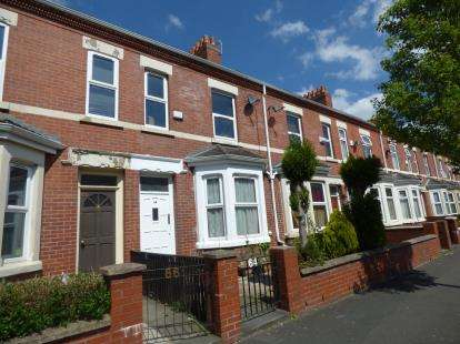 5 Bedrooms Terraced House for sale in Ayres Road, Manchester, Greater Manchester