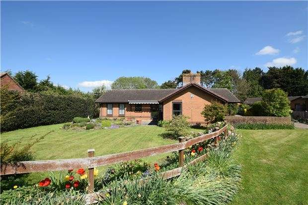 4 Bedrooms Detached Bungalow for sale in Balcarras Retreat, Charlton Kings, CHELTENHAM, Gloucestershire, GL53 8QU