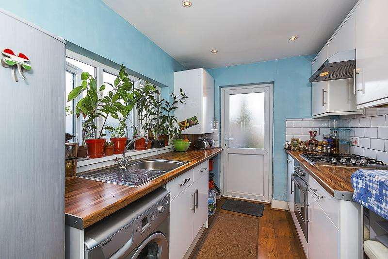 1 Bedroom Ground Flat for sale in Buxton Road, Stratford, London. E15