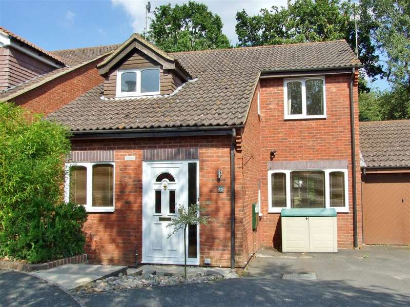 3 Bedrooms Detached House for sale in Camelot Close, Southwater, Horsham