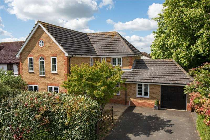 4 Bedrooms Detached House for sale in Warren Close, Stone, Aylesbury, Buckinghamshire