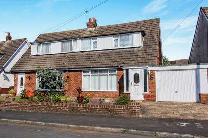 2 Bedrooms Bungalow for sale in Bleasdale Avenue, Staining, Blackpool, Lancashire, FY3