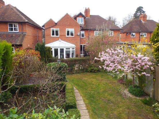 3 Bedrooms Semi Detached House for sale in Warfield, Berkshire