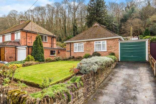 3 Bedrooms Bungalow for sale in Godalming, Surrey