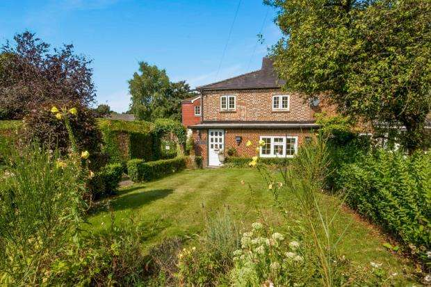 2 Bedrooms Terraced House for sale in Fernhurst, Haslemere, West Sussex