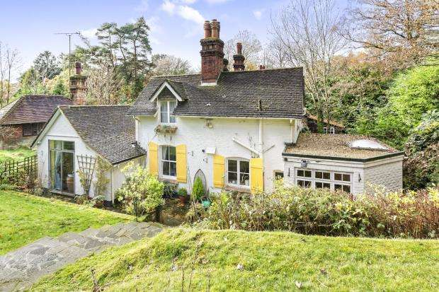 3 Bedrooms House for sale in Hindhead, Surrey