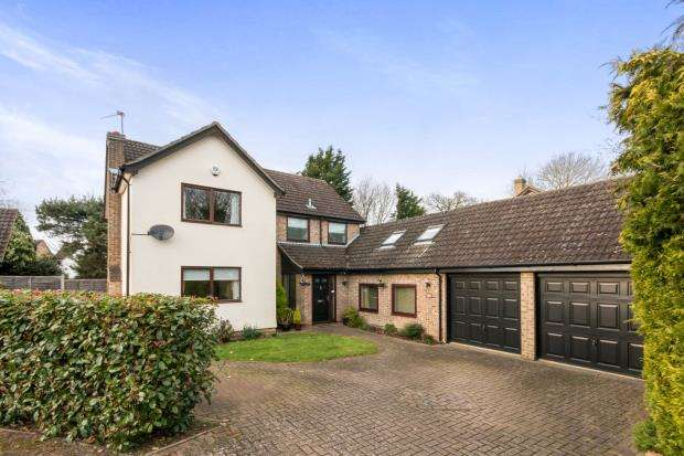 5 Bedrooms Detached House for sale in Hook, Hampshire