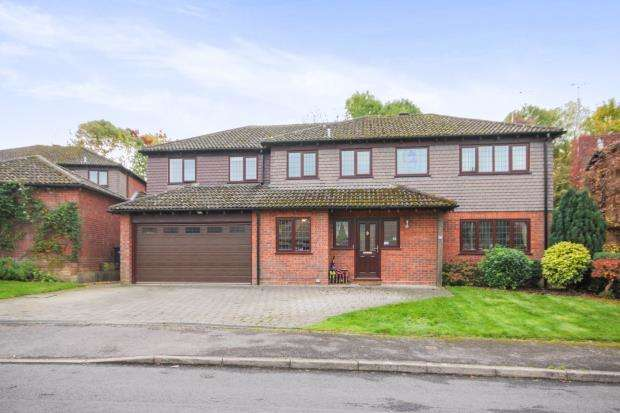 5 Bedrooms Detached House for sale in Hook, Hampshire, Hook