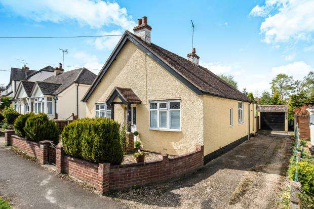 3 Bedrooms Bungalow for sale in Bagshot, Surrey