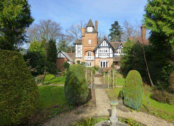 5 Bedrooms House for sale in Forest End, Sandhurst, Berkshire
