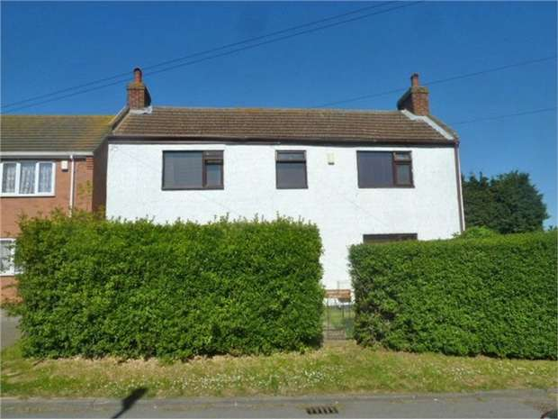 3 Bedrooms Detached House for sale in Moat Lane, South Killingholme, Immingham, Lincolnshire