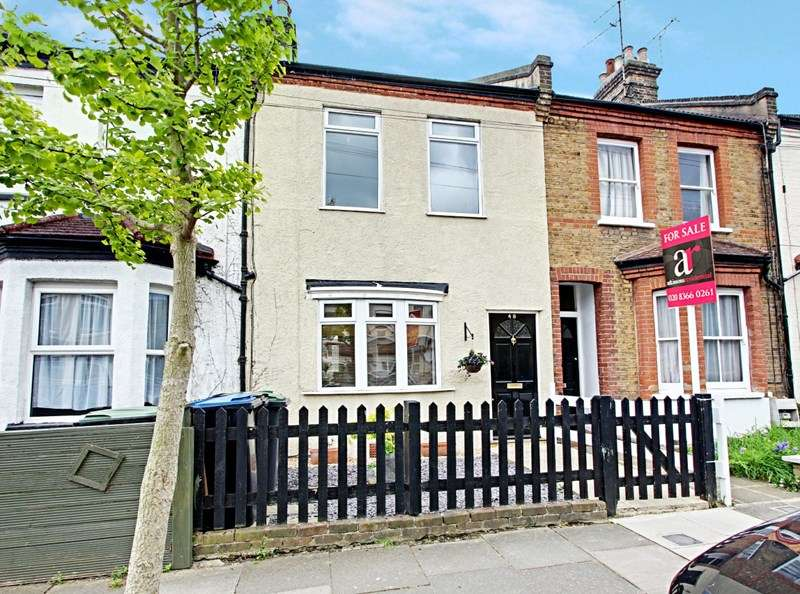 3 Bedrooms Property for sale in Burlington Road, Enfield