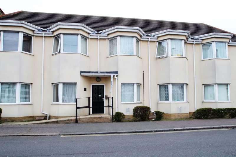 2 Bedrooms Ground Flat for sale in West Road, Southend