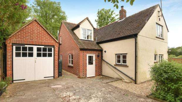 3 Bedrooms Semi Detached House for sale in Pyrton Lane, Watlington