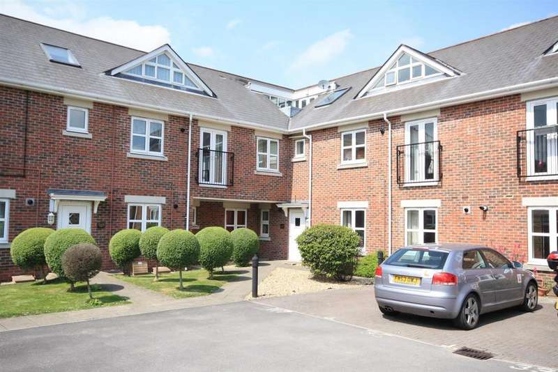 2 Bedrooms Flat for sale in Blenheim Road, Eastleigh