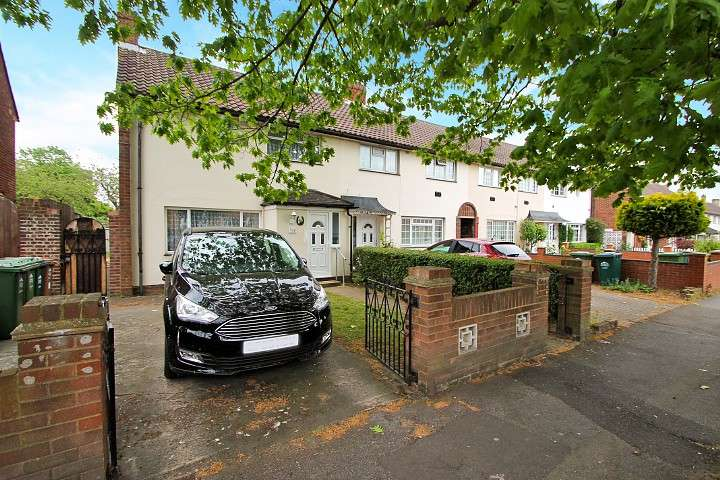 3 Bedrooms End Of Terrace House for sale in Clare Road, Stanwell, TW19